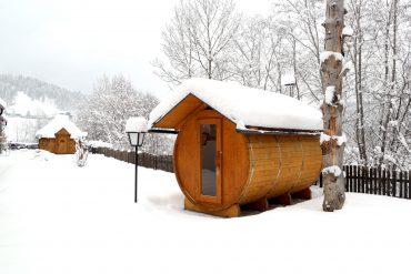 Tischlmühle Winter Saunafass