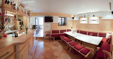 freizeit 3 370x195 - Tischlmühle Bar- Freizeitraum