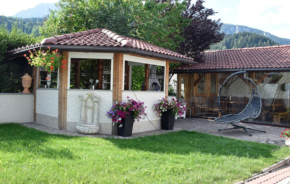 Tischlmühle Gartenlaube und Bar